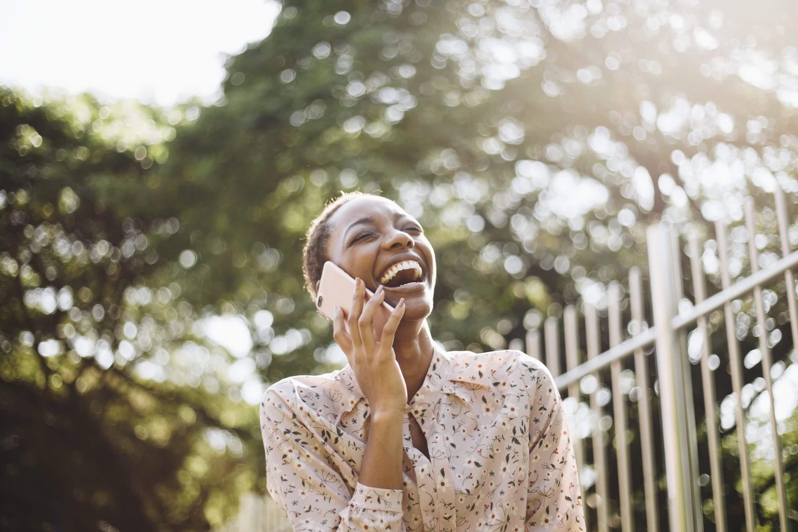 foto de mujer feliz